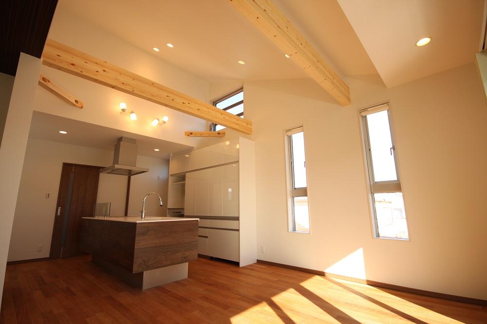 勾配天井のキッチン
